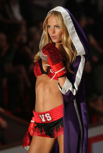 Erin Heatherton in a fierce outfit and the most amazing glittery boxing gloves.